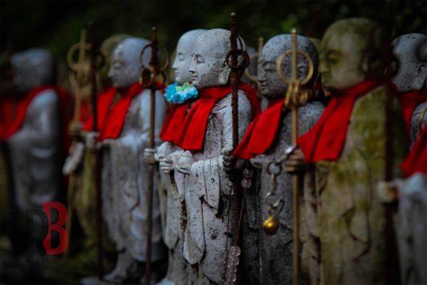 japan himeji statues