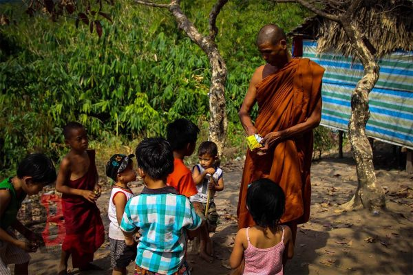 myanmar Kyaiktiyo monk feeding kids